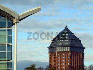 Messehalle mit Wasserturmhotel