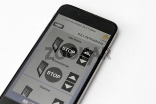 Smart-Home-App auf einem Smartphone