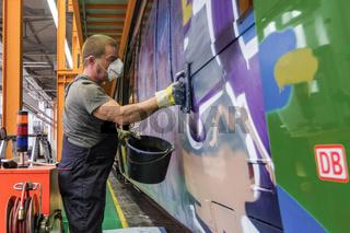 Graffiti-Entfernung bei der DB in Halle