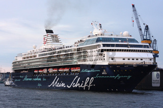Das Kreuzfahrtschiff 'Mein Schiff' in Hamburg