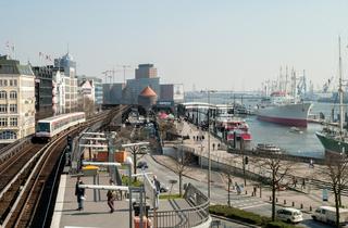 An den Landungsbrücken in Hamburg