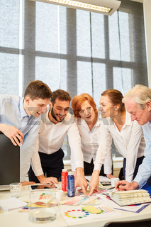 Designer Team freut sich im Workshop