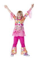 Kostümiertes junges Mädchen hält lächelnd Hände nach oben. Freigestellt auf weisem Hintergrund.