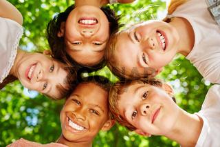 Kinder als internationales Team