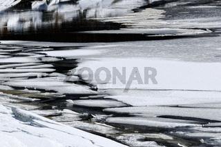 gefährliche dünne Eisplatten