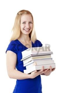 Junge, hübsche, glücklich lachende Studentin hält Bücher in Händ