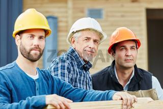 Gruppe Handwerker mit Senior