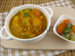 Bunte Gemüsesuppe mit Hokkaido Kürbis