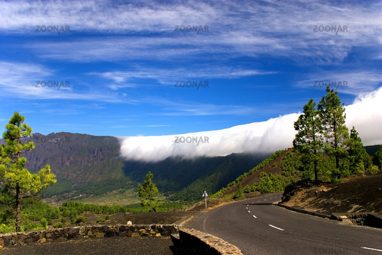 Passatwolken ueber La Palma -passat clouds-