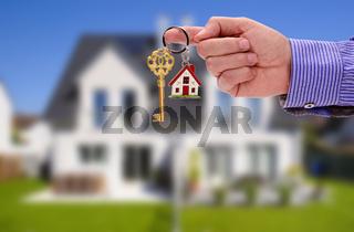 Schlüsselübergabe für ein Eigenheim
