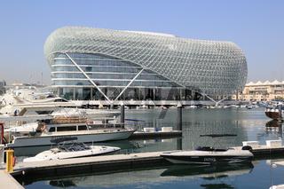 Abu Dhabi, Yas Marina Hafengelände mit Viceroy Hotel an der Formel 1 Rennstrecke