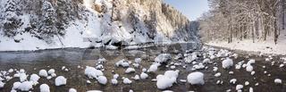 Die Schleierfälle in der Ammerschlucht im Winter bei Eis und Schnee