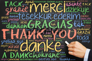 Hand schreibt Danke an Tafel