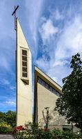 Moderner Sakralbau: Die Katholische Kirche Maria Frieden in Berlin-Mariendorf