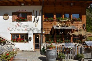 Edelweisshuette bei Kolfuschg im Gadertal; Dolomiten; Suedtirol;