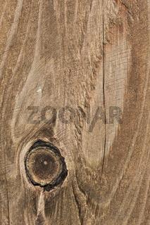 Maserung im Holz mit Astloch und Rissen