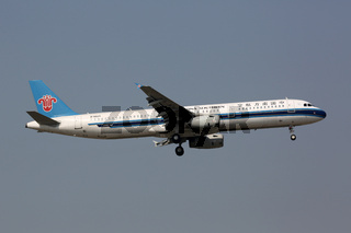 China Southern Airbus A321 Flugzeug Flughafen Peking