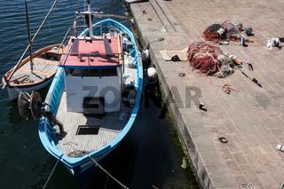 Fischerboot auf dem Temo in Bosa in Sardinien