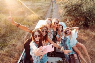 Six beautiful girls make selfie