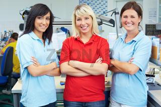Drei Zahntechnikerinnen