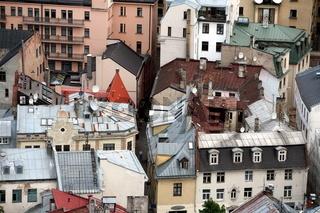 Das Stadtpanorama ueber die Altstadt von Riga der Hauptstadt von Lettland