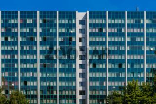 Blaue Platte: Hausfassade in Berlin-Lichtenberg