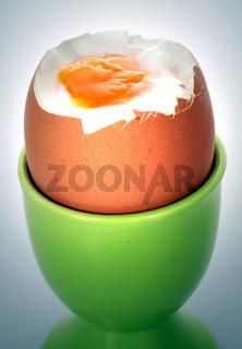 Eierbecher mit Ei