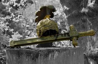 Friedhofsklulptur - Schwert und Helm   Cemetery sculpture - sword and helmet