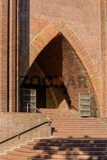 Berliner Kirche am Hohenzollernplatz: Freitreppe und Portal