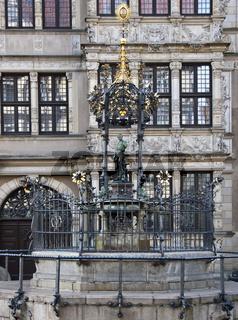 Oscar Winter Brunnen zu Hannover am Holzmarkt. Das Leibnizhaus im Hintergrund.
