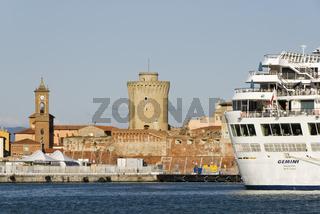 Industrie und Faehrhafen Livorno