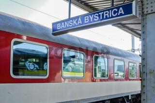 Intercity im Bahnhof Banska-Bystrica