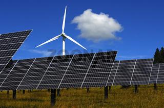 Grüner Strom; Solarzellen und Windturbine