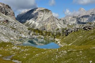 Crespeinasee und Col dala Pieres in der Puezgruppe; Dolomiten; Suedtirol;