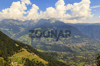 Blick in ein Tal in Südtirol bei Meran, Italien, view on a valley in South Tyrol near Meran, Italy