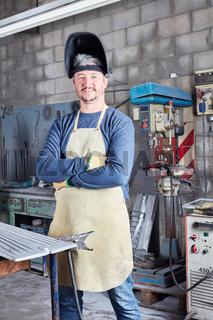 Mann als Schweißer und Stahlarbeiter