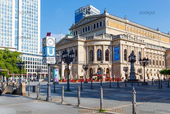 Frankfurt am Main, die Alte Oper am Opernplatz. Mai 2017.