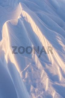 verblasene Schneeformationen (Sastrugi), Lappland