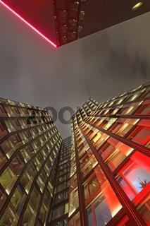 Beleuchtete Tanzende Türme auf der Reeperbahn, St.Pauli, Hamburg, Deutschland, Europa