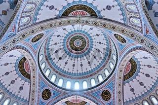 die Kuppeln der blauen Moschee in Manavgat
