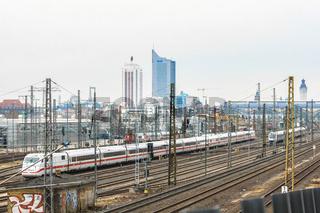 Züge vor dem Leipziger Hauptbahnhof