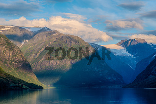 Wunderschöne Landschaft in Loen Norwegen