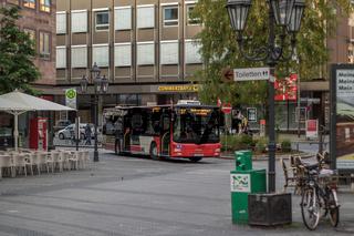 Linienbus in der Altstadt von Nürnberg