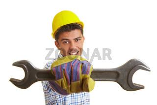 Mann mit Maulschlüssel