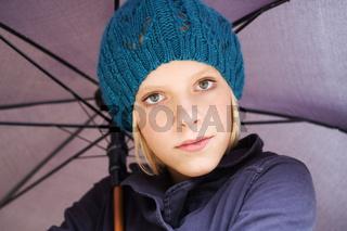 Mädchen mit Regensschirm