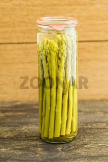Grüner Spargel eingekocht