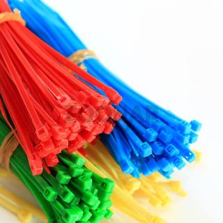 Kabelbinder bunt freigestellt