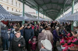 Markttreiben auf dem Freiburger Bahnhof in Breslau