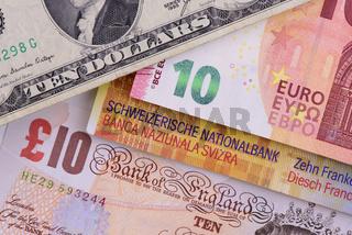 Geldscheine in verschiedenen Währungen