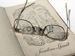 Sehr altes Familienstammbuch - mit einer Grafik vo